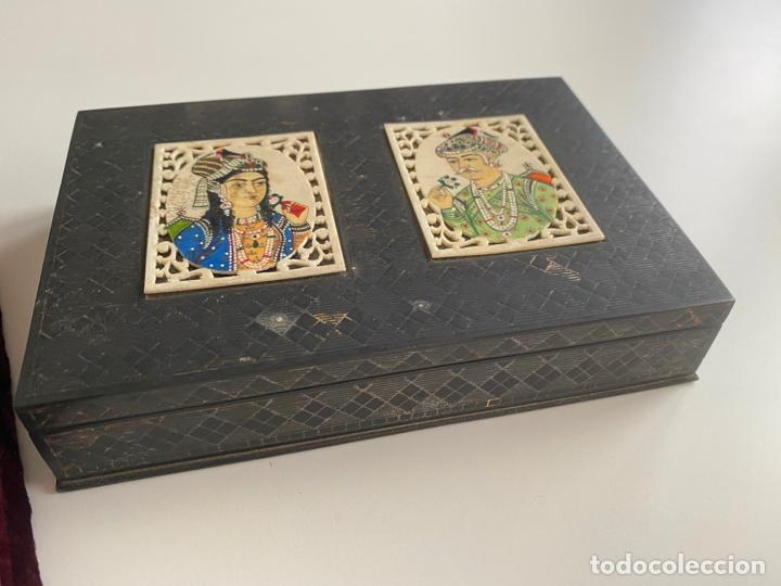 Arte: Anglo Indian Miniature Emperor Akbar AND WIFE . CAJA INDIA DE METAL CON MINIATURAS , EMPERADOR - Foto 8 - 194291400