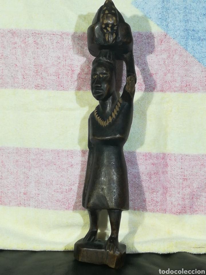 TALLA DE MADERA AFRICANA MUJER TAREAS COTIDIANAS 33CM (Arte - Étnico - África)