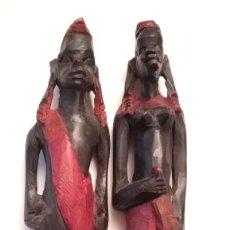 Arte: ANTIGUA PAREJA DE FIGURAS TALLADAS EN MADERA DE ORIGEN AFRICANO. Lote 194687505
