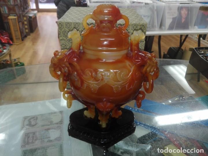 ESPECTACULAR TIBOR TALLADO EN AGATA EN UNA SOLA PIEZA PROCEDENTE DE CHINA (Arte - Étnico - Asia)