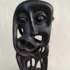 Arte: ARTE AFRICANO, FIGURA MACONDE ANTIGÜEDADES, MADERA, HECHO A MANO. Lote 195385421