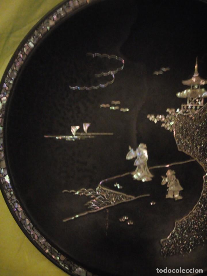 Arte: Antiguo plato de madera con motivos chinescos en nácar madre perla. - Foto 4 - 195797813