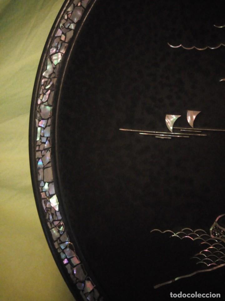 Arte: Antiguo plato de madera con motivos chinescos en nácar madre perla. - Foto 5 - 195797813