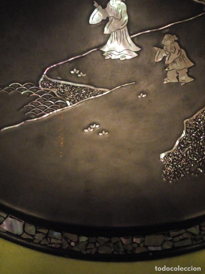 Arte: Antiguo plato de madera con motivos chinescos en nácar madre perla. - Foto 7 - 195797813