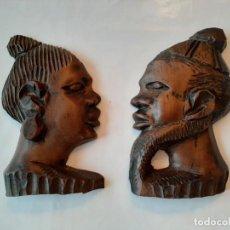 Arte: ANTIGUA PAREJA DE CARAS DE MADERA AFRICANA TALLADA A MANO PARA COLGAR. Lote 197591046