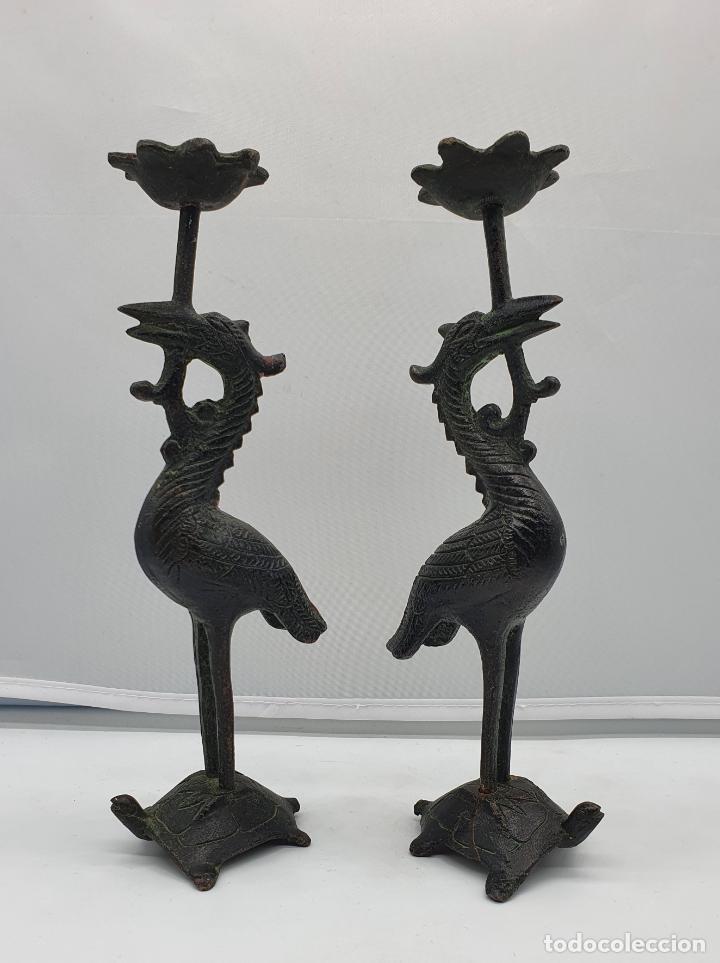 Arte: Candelabros antiguos en bronce de grullas sobre tortugas hechas en Japón, periodo Meiji (1868 -1912) - Foto 6 - 200812896