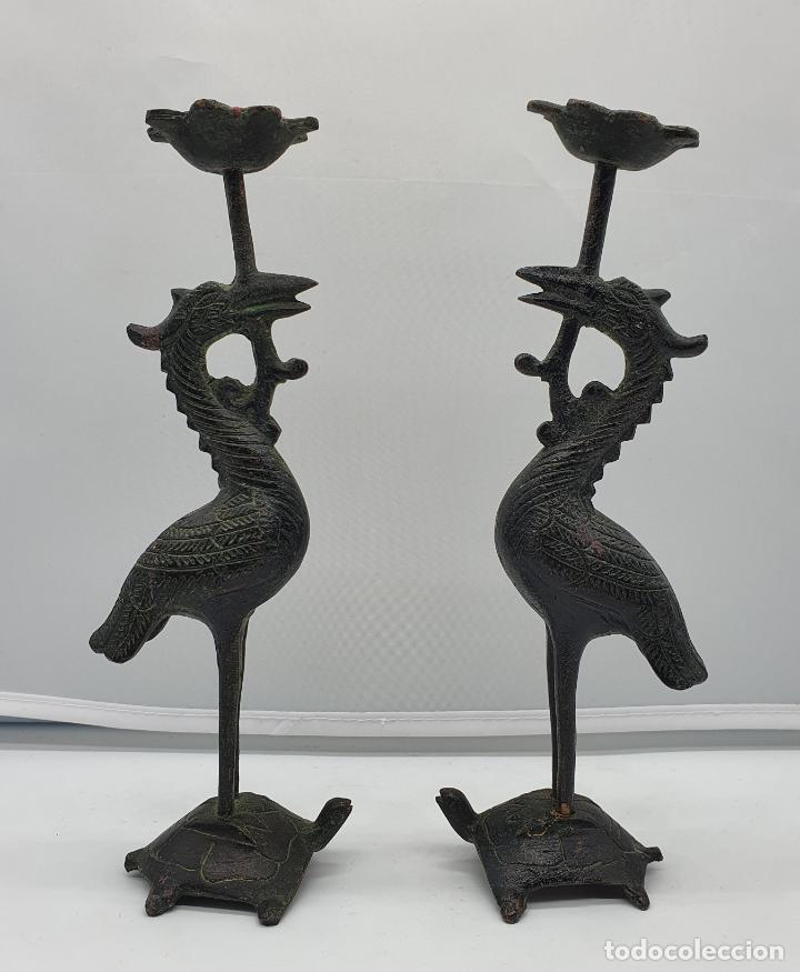 CANDELABROS ANTIGUOS EN BRONCE DE GRULLAS SOBRE TORTUGAS HECHAS EN JAPÓN, PERIODO MEIJI (1868 -1912) (Arte - Étnico - Asia)