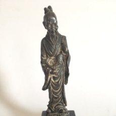 Arte: ANTIGUA FIGURA DE DIOS CHINO EN METAL PLATEADO. Lote 201200271