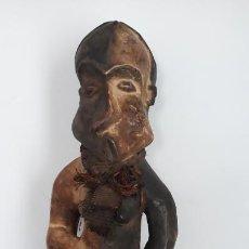 Arte: ESCULTURA EN MADERA AFRICANA ANTIGUILLA. Lote 201508363