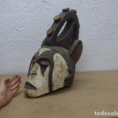 Arte: RESERVADO ANTIGUA MASCARA CASCO DE MADERA TALLADA PARA PONERSE EN RITUAL, DE TRIBU IGBO AFRICANA. Lote 206396027