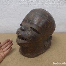 Arte: ANTIGUA MASCARA CASCO DE MADERA TALLADA PARA PONERSE EN RITUAL, DE TRIBU MAKONDE AFRICANA, TANZANIA.. Lote 206396257