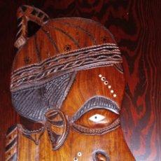 Arte: MASCARA AFRICANA - MADERA NOBLE TALLADA A MANO - INCRUSTACIONES DE MARFIL O HUESO - GRAN TAMAÑO. Lote 206953826