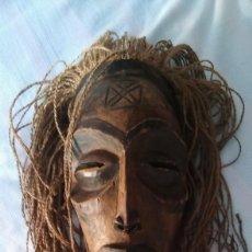 Arte: MASCARA AFRICANA MADERA TALLADA, ETNIA CHOKWE MWANA PWO, CON ESCARIFICACIONES, ANTIGUA S XIX - XX. Lote 209869897