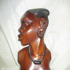 Arte: TALLA DE MUJER AFRICANA EN CAOBA O ÉBANO ALTURA 29 CM - FIRMADO POR TUTI EN LA BASE. Lote 211721816