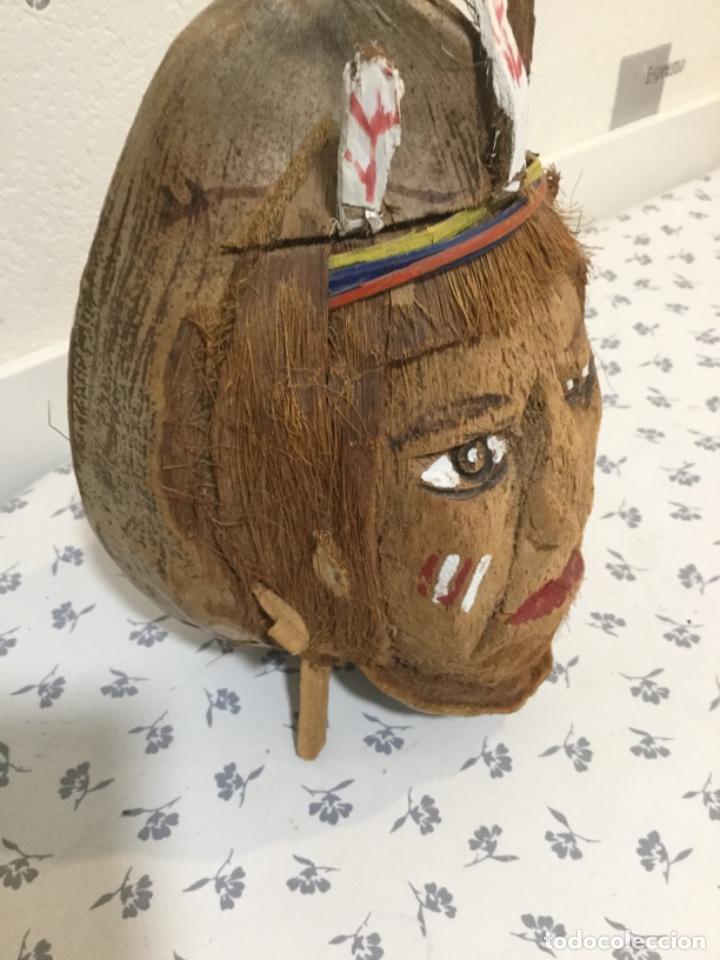 Arte: Cabeza de indio hecha con un coco - Foto 3 - 212922900