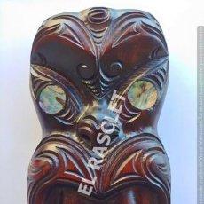 Arte: ANTIGÜA FIGURA ORIGINAL DE NUEVA ZELANDA TALLADA A MANO POR NATIVOS DEL PAIS. Lote 214929995