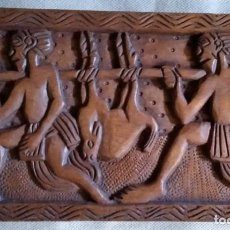 Arte: ARTE AFRICANO / MADERA TALLADA (BAJORRELIEVE) / *DOS CAZADORES TRANSPORTANDO LA PRESA*. (S. XX).. Lote 216470902