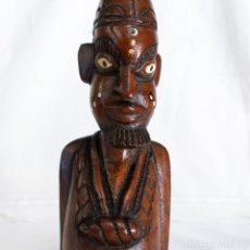 Arte: BUSTO DE HOMBRE AFRICANO DE MADERA TALLADA EN UNA SOLA PIEZA CON INCRUSTACIONES.. Lote 220188647