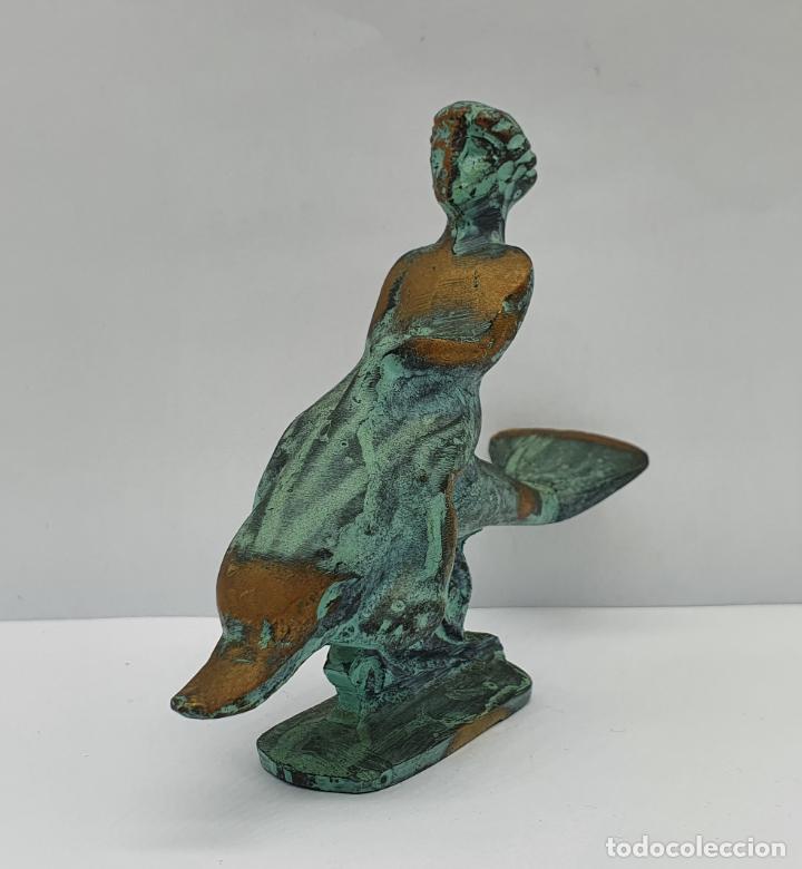 Arte: Dios eros de la mitología griega cabalgando sobre delfín en bronce macizo con patina verde oxido . - Foto 2 - 221474203