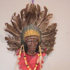 Arte: INDIO PARA COLGAR EN LA PARED EN PIEL, PLASTICO Y PLUMAS NATURALES. Lote 222123557