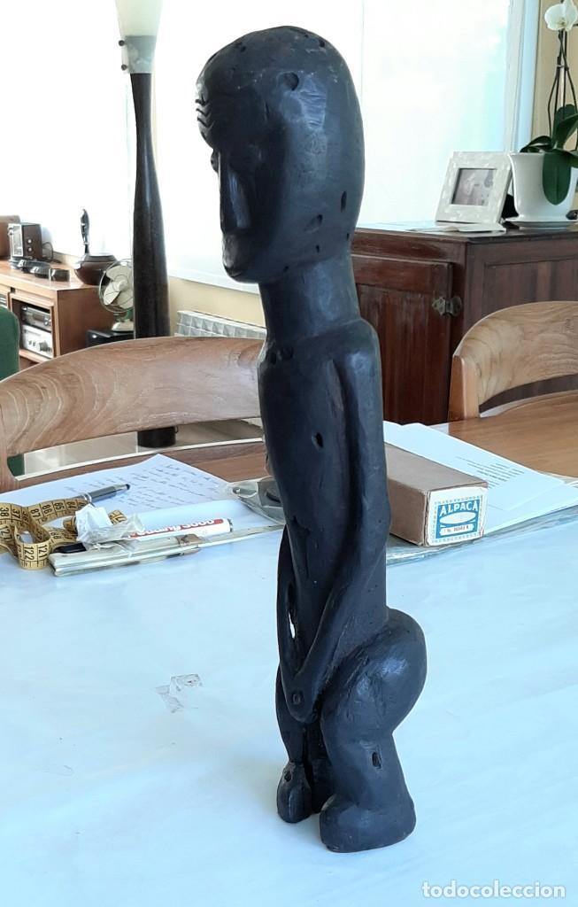 Arte: R 1905 Figura antropomorfoga antigua de madera africana etnia fang Guinea Ecuatorial - Foto 2 - 222873768