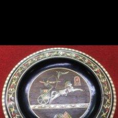 Art: ANTIGUO PLATO EGIPCIO MUY ELABORADO EN MADERA CON INCRUSTACIONES EN HUESO,NÁCAR, BRONCE Y CORAL ROJO. Lote 224278328