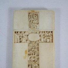 Arte: TARJETERO - PROFUSAMENTE TALLADO EN HUESO, MARFIL - AMBAS CARAS CRUZ Y PAGODA -CANTON, CHINA -S. XIX. Lote 225302550