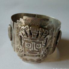 Arte: ANTIGUA BRAZALETE AZTECA EN PLATA HECHO A MANO, ANTERIOR AL MADE IN MÉXICO. SIGLO XIX / XX.. Lote 225372478