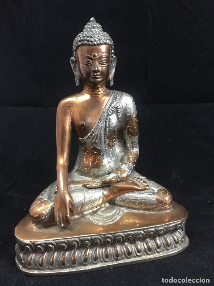 BUDA TAILANDIA ESCULTURA FIGURA EN METAL SEGUNDA MITAD SIGLO XX, LATÓN O SIMILAR. 20 CMS. (Arte - Étnico - Asia)