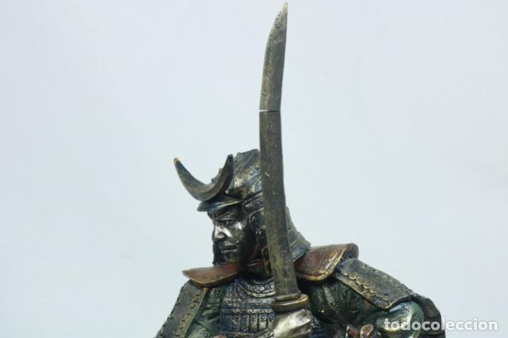 Arte: Escultura de un guerrero samurái japonés vestido con la armadura tradicional en resina - Foto 12 - 228013085