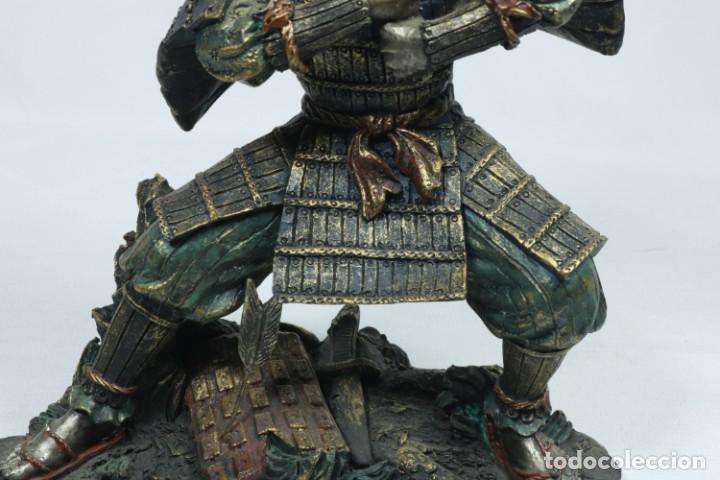 Arte: Escultura de un guerrero samurái japonés vestido con la armadura tradicional en resina - Foto 14 - 228013085