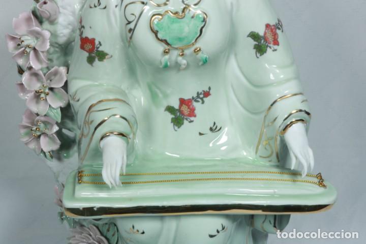 Arte: Gran escultura de porcelana biscuit de una geisha satsuma tocando un instrumento tradicional japonés - Foto 13 - 228015115