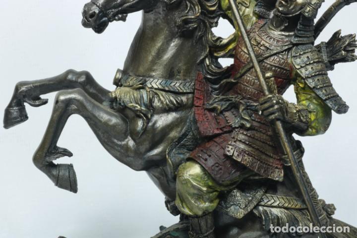 Arte: Escultura de un samurái vestido con la armadura tradicional y montado a caballo hecho en resina - Foto 15 - 228018525