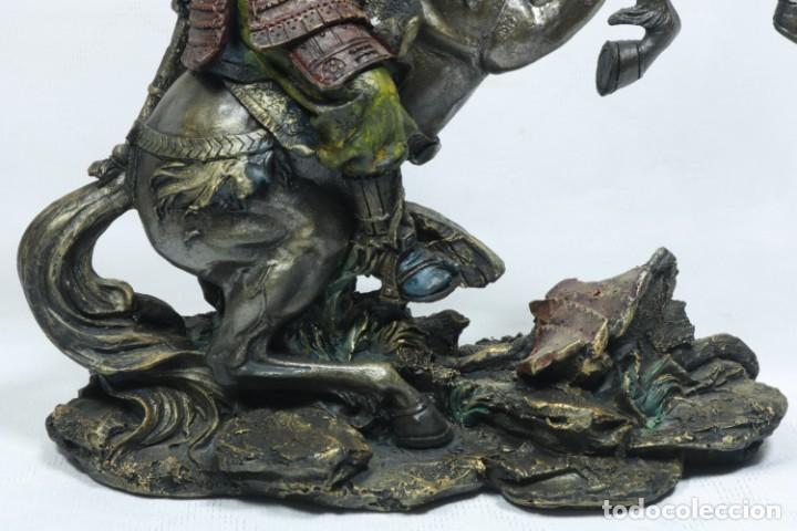 Arte: Escultura de un samurái vestido con la armadura tradicional y montado a caballo hecho en resina - Foto 21 - 228018525