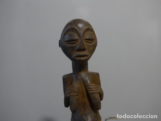 Arte: Antigua escultura fetiche figura de madera tallada africana, original, de tribu luba del congo - Foto 3 - 228479245