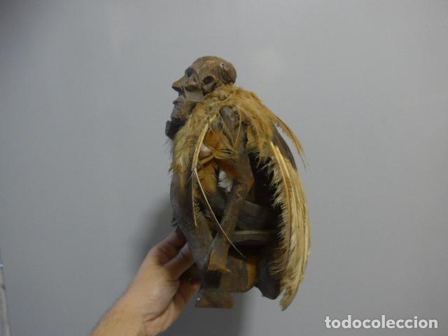 Arte: Antigua escultura fetiche con plumas de madera tallada africana, original, de tribu de mali - Foto 5 - 228479655