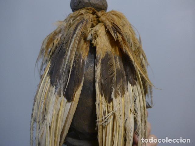 Arte: Antigua escultura fetiche con plumas de madera tallada africana, original, de tribu de mali - Foto 9 - 228479655