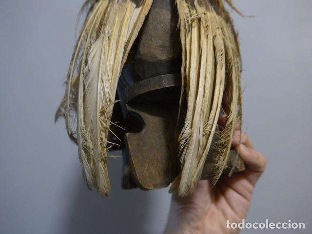 Arte: Antigua escultura fetiche con plumas de madera tallada africana, original, de tribu de mali - Foto 10 - 228479655