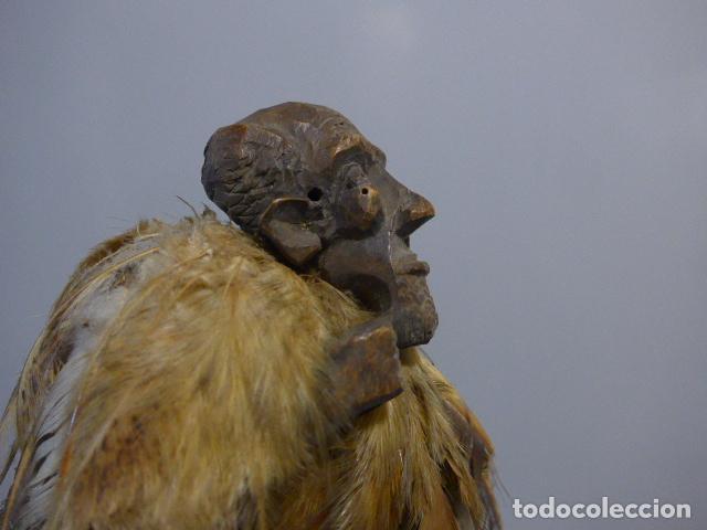 Arte: Antigua escultura fetiche con plumas de madera tallada africana, original, de tribu de mali - Foto 13 - 228479655