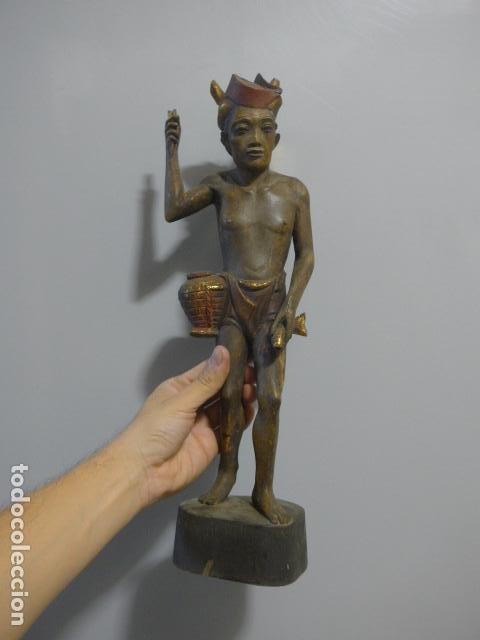 ANTIGUA ESCULTURA DE MADERA TALLADA ASIATICA, UN PESCADOR, ORIGINAL. (Arte - Étnico - Asia)