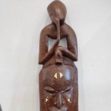 Arte: MÁSCARA TRIBAL AFRICANA, CON INCRUSTACIONES, TALLADA A MANO. 50CM. Lote 228567890