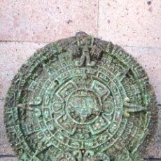 Arte: PIEDRA DEL SOL CALENDARIO AZTECA. PARA COLGAR EN LA PARED - DIÁMETRO: 13 CM. Lote 282264063