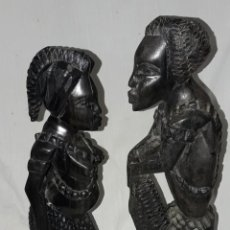 Arte: MAGNIFICA ANTIGUA PAREJA TALLA DE MADERA DE CAOBA AFRICANA. Lote 235350010