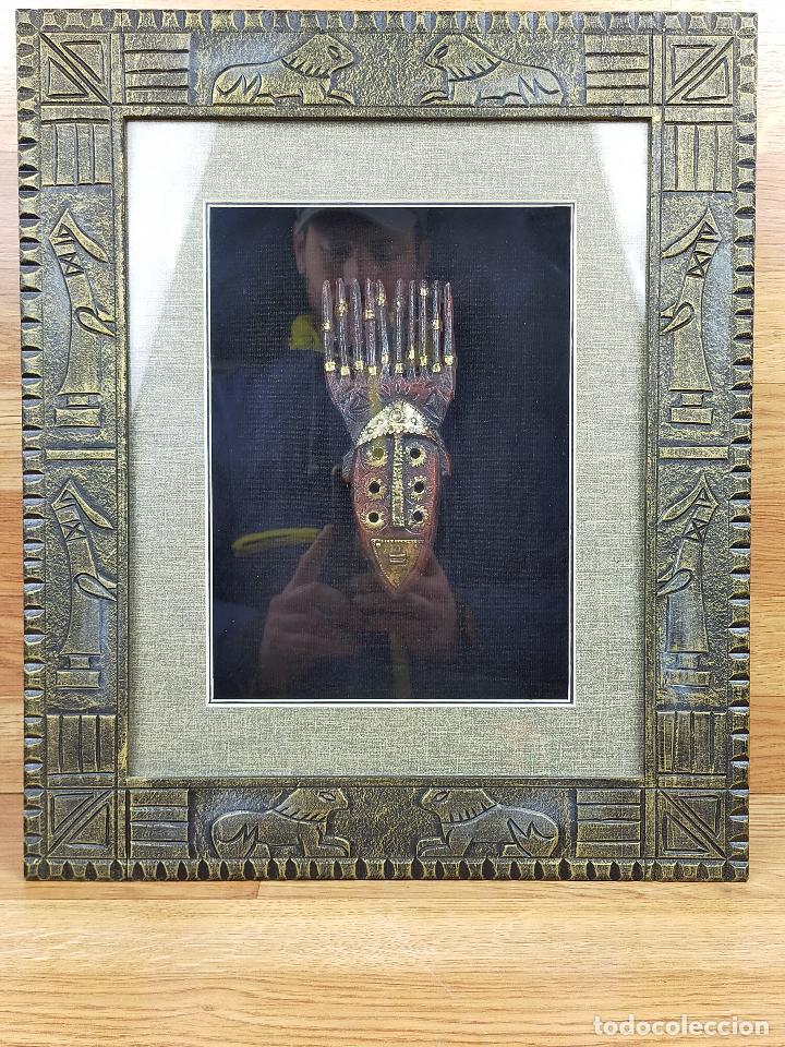 CUADRO CON RELIQUIA AFRICANA O SIMILAR (Arte - Étnico - África)