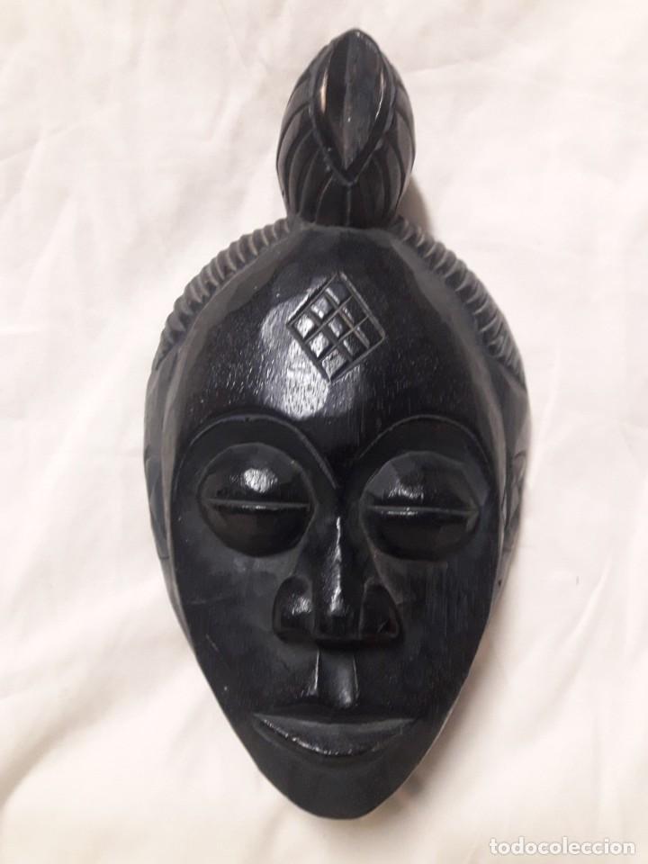 MÁSCARA AFRICANA DE MADERA MACIZA / MIDE: 31 CMS DE ALTO , 18 CMS DE ANCHO (Arte - Étnico - África)