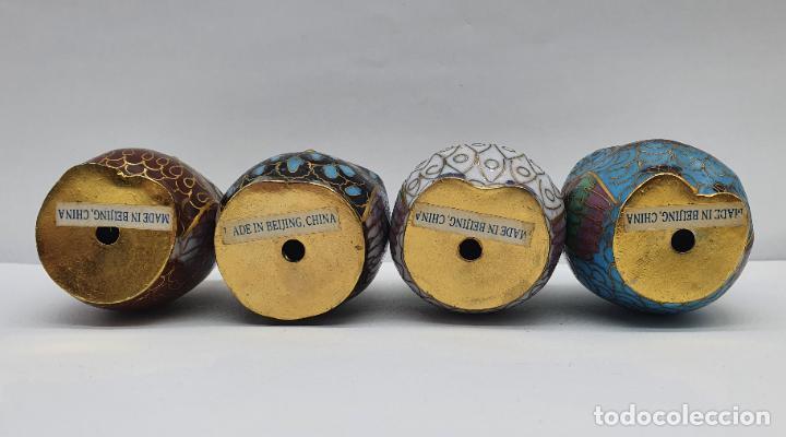 Arte: Bella colección antigua de búhos en cloisonne sobre tarima de madera lacada, hecho en Beijing . - Foto 6 - 236962120