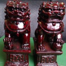 Arte: AMULETOS ANTIGUOS LEONES FU O PERROS FU EN RESINA IMPORTADOS DE UN PUEBLO EN CHINA. Lote 237910710