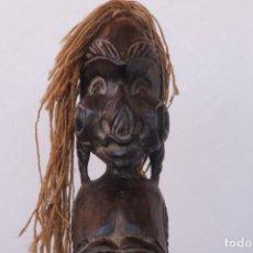 Arte: ENORME Y ANTIGUA ESCULTURA TRIBAL DE UNA NIÑA AFRICANA TALLADA A MANO EN MADERA - 105 CM DE ALTO. Lote 238455900