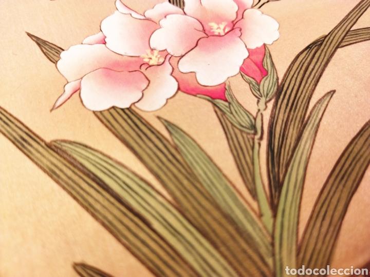 Arte: Antigua pintura china pintada a mano y enmarcada en seda - Foto 4 - 239510845