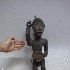 Arte: ANTIGUA ESCULTURA FETICHE RELICARIO FIGURA DE MADERA TALLADA AFRICANA, DE TRIBU KONGO O YOMBE, CONGO. Lote 243269085